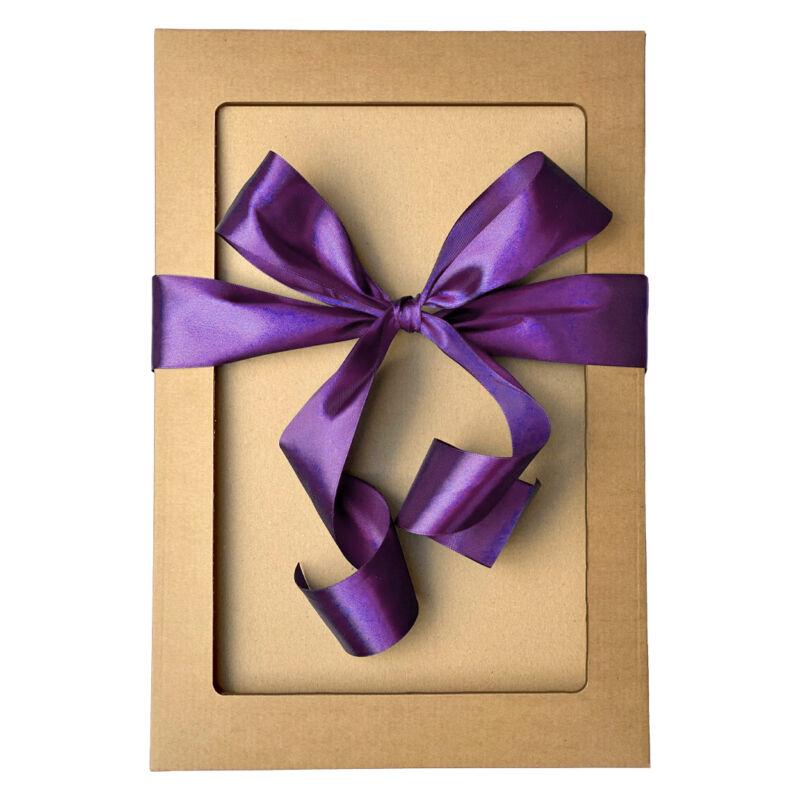Ajándékdoboz lila masnival